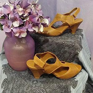 Sbicca Brown Heels